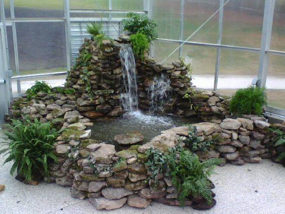 7 dicas para decorar o jardim com uma fonte de gua for Mini pond con pesci